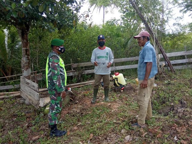 Lakukan Komsos, Babinsa Desa Harapan Jaya Sosialisasikan PPKM Mikro Kepada Warga Binaan