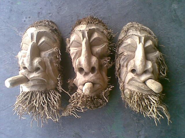 Kerajinan Unik dari Limbah Akar Bambu