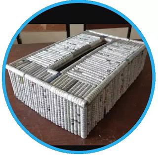 Kertas bekas, saat ini tumpukan kertas bekas maupun koran bekas jika dikumpulkan dan dijual kembali ke pengepul dikisaran harga Rp.6000-Rp.8000 rupiah perkilo. Dengan menabung (mengumpulkan) koran bekas kalian sudah bisa mendapat uang dikisaran tersebut daripada dibuang menjadi limbah.    Apalagi jika koran-koran bekas tersebut dikelola menjadi kerajinan tangan seperti tempat tisu atau yang lainnya. Mau dijual online Rp.5000/pcs, Rp.8000/pcs, bahkan Rp.10.000/pcs boleh-boleh saja, dan pastinya untuk pembuatan 1 wadah tisu tidak membutuh 1kg koran bekas, itu berarti sisanya bisa kalian buat lagi menjadi tempat tisu atau produk lain untuk dijual kembali agar menghasilkan uang. Koleksi kertas bekas dapat dibuat berbagai jenis kerajinan, seperti topeng, patung, dan kertas daur ulang. Nilai jual daur ulang limbah kertas jauh lebih tinggi daripada limbah kertas biasa. Kertas daur ulang dapat dijual kepada pengrajin sebagai bahan untuk kerajinan tangan, atau membuat karya seni Anda sendiri yang diproduksi.