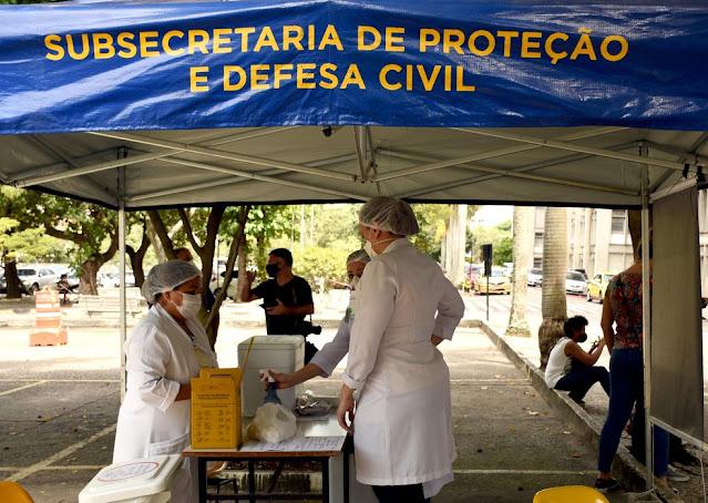 Paes sanciona lei que prevê prioridade a pessoas com deficiência na vacinação contra Covid