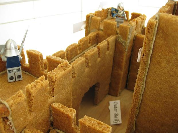 Alipyper Free Gingerbread Castle Template