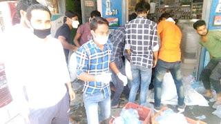 मजदूरों की भूख मिटाने आगे आये गौराबादशाहपुर कस्बे के व्यापारी, समाजसेवी | #NayaSabera
