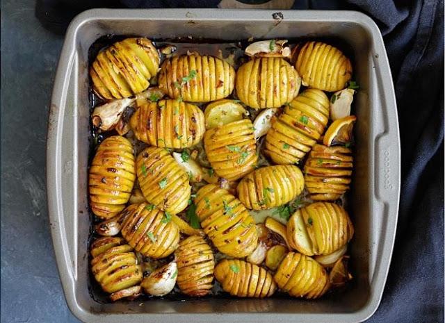 Vegan Lemon Garlic Herb Roasted Potatoes #vegan #dinner