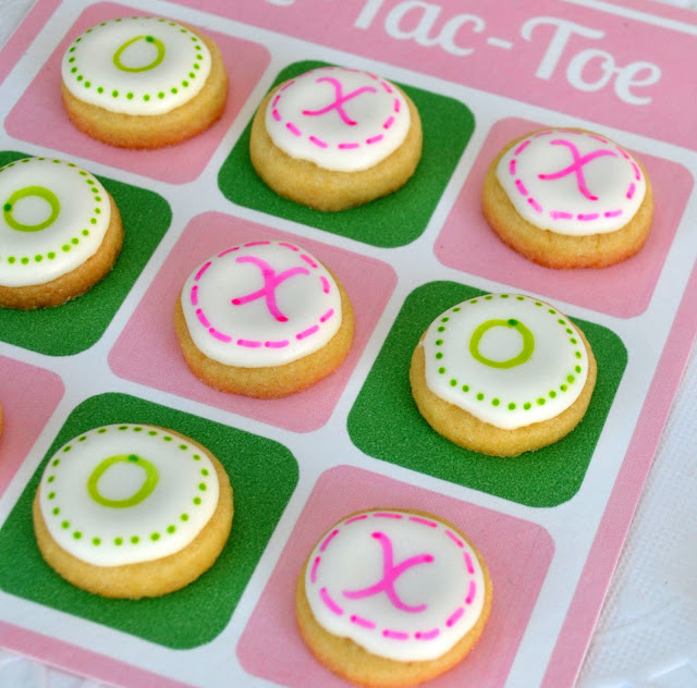 Valentine Tic Tack Toe Board with x and o cookies