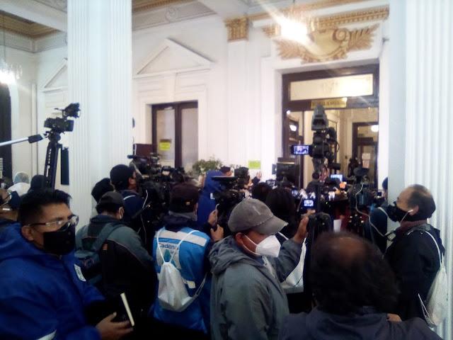 Periodistas bolivianos en su tarea diaria de cobertura informativa / VISOR BOLIVIA