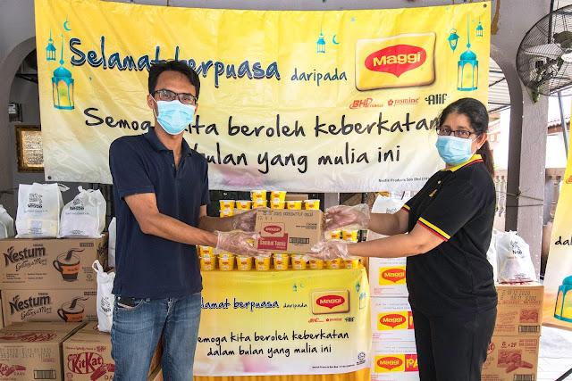 Program MAGGI® Bubur Lambuk Langkah Seterusnya dalam Program Bantuan Nestlé Cares COVID-19  Mengagihkan 120,000 Bubur Lambuk berkhasiat dan 20,000 Pek Makanan kepada masyarakat kurang bernasib baik