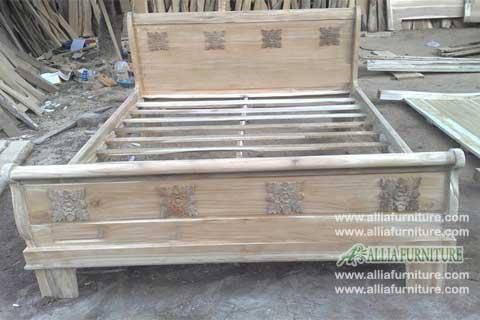 tempat tidur jati ukiran model bagong tempel