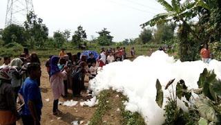 Heboh Munculnya Gelembung Busa Raksasa Misterius di Jepara