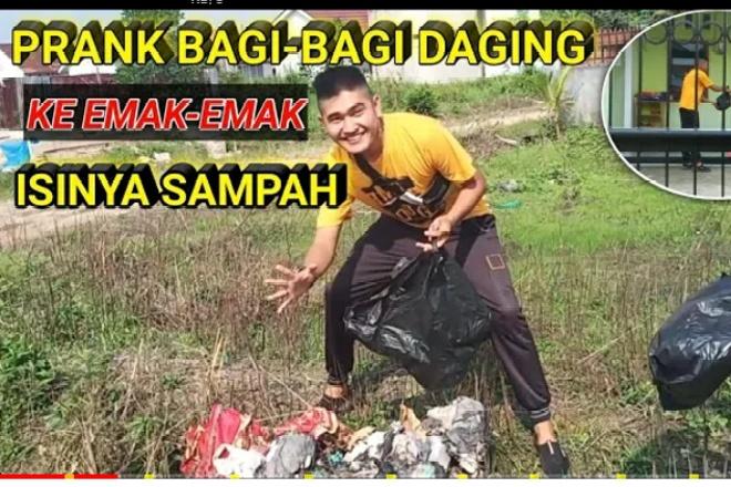 Viral! Youtuber Prank Beri Daging Kurban Ternyata Berisi Sampah