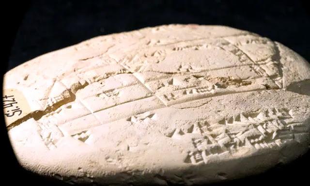 """Eski Babil tabletlerinde bulunan geometrik gravürler, dönemin diğer tabletlerini yeniden değerlendirmeyi zorluyor ve Avustralyalı bilim adamı, """"toplumun belirli bir matematiksel karmaşıklık seviyesine ulaştığını"""" gösterdiğini söylüyor. Fotoğraf: UNSW Sydney"""