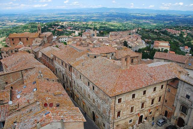 Vista do Palazzo Comunale em Montepulciano