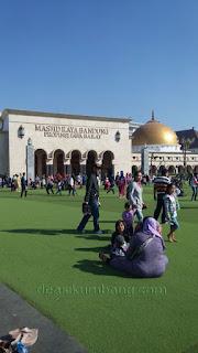 Wajah Baru Nan Cantik Alun-Alun Kota Bandung