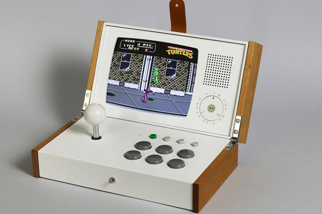 Portable retro gaming console