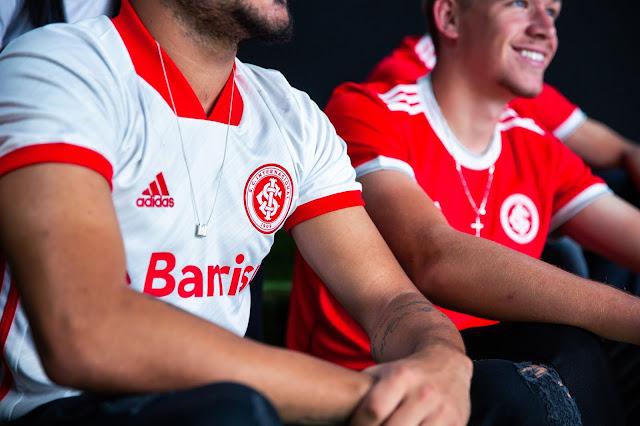 Primeiro e segundo uniformes já estão à venda (Foto: Divulgação)
