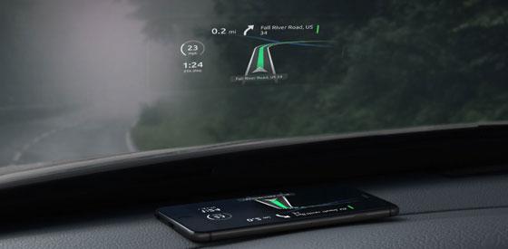 aplikasi memproyeksikan peta digital dikaca depan mobil