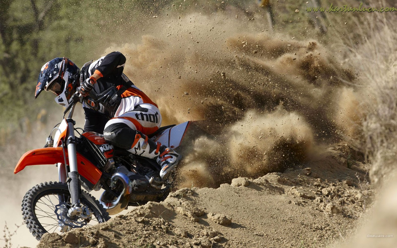 Aksi Motor Trail Images
