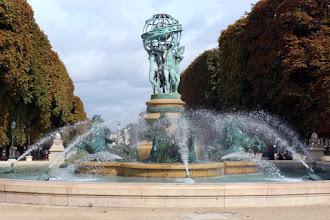 Paris : Fontaine des Quatre Parties du Monde dite aussi fontaine de l'Observatoire - VIème