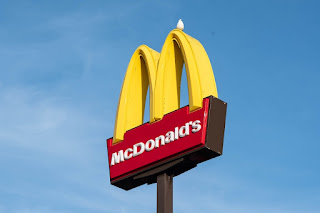 McDonald's despide a su director por relación con empleada