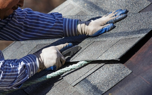 how to start a roofing company guide roofer business tips roof repair services startup
