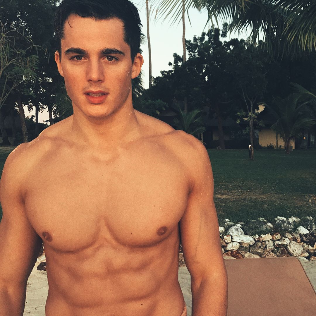 shirtless-sexy-teacher-model-pietro-boselli-pictures