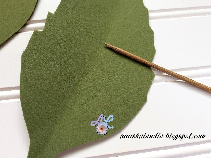 Rosa-gigante-en-goma-eva-o-foamy-22-marcar-nervaduras-hojas-Anuskalandia