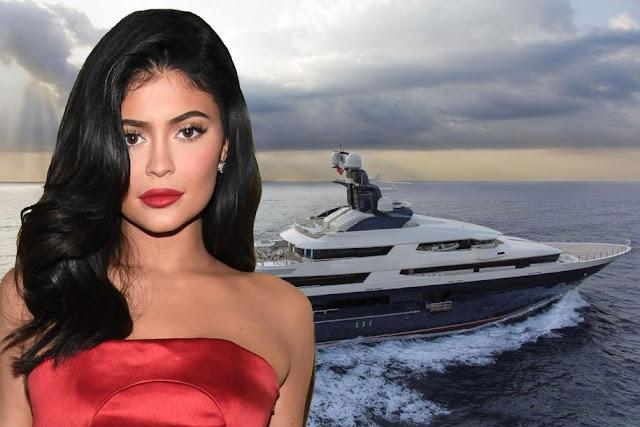 Dentro do iate de aniversário de $ 250M de Kylie Jenner