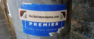 18 maggio 2018: iniziano ad apparire per le strade di Monza i primi adesivi di incipitmorsnova.com .