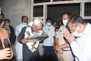 DM, SP ने सेवानिवृत्त प्रधानाचार्य डॉ. रणजीत सिंह को किया सम्मानित | #NayaSaveraNetwork