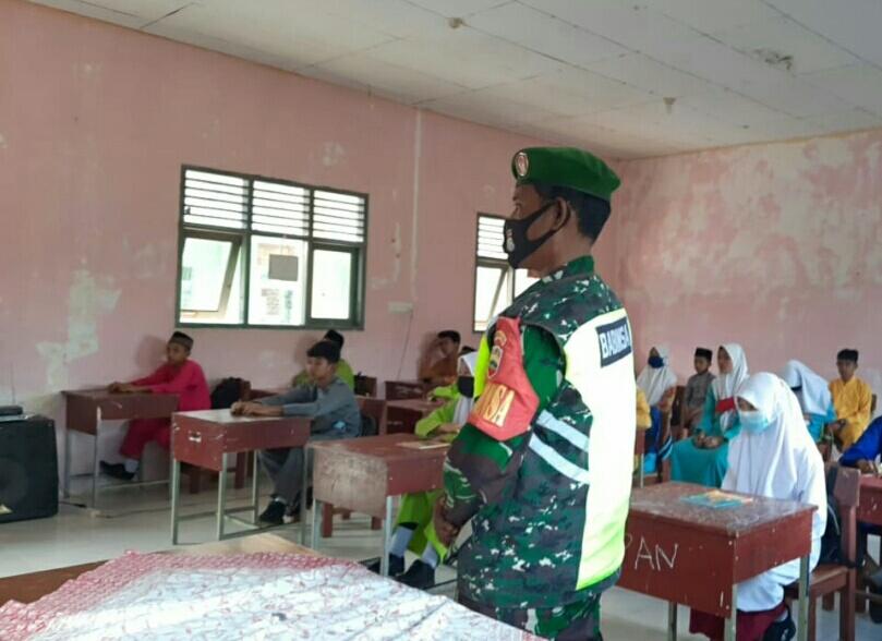 Babinsa Desa Batu Gajah Sosialisasikan Geopark Natuna Kepada Siswa SMP Negeri 03 Bunguran Timur