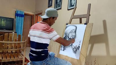 Pemuda Megulunglor Hobi Lukis Sketsa Wajah, Mampu Menambah Perekonomian Keluarga