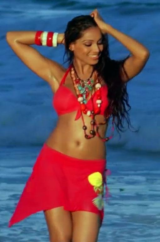 red hot Bipasha Basu in Bikini