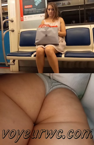 Upskirts 4228-4237 (Secretly taking an upskirt video of beautiful women on escalator)