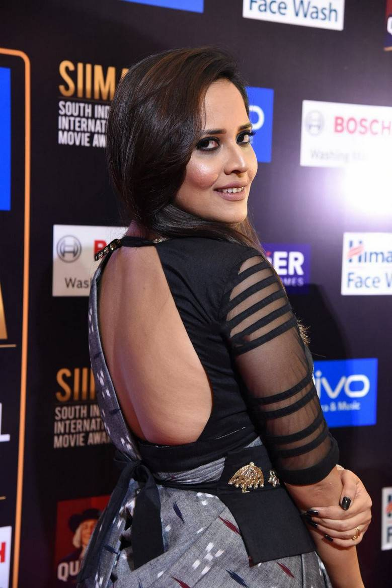 Anchor Anasuya At SIIMA Awards 2017 Spicy Pics