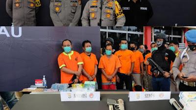 Polda Riau Gulung Sindikat Narkoba Bersenjata, 7 Pucuk Senjata, 3KG Sabu Berikut 9 Tersangka Diamankan