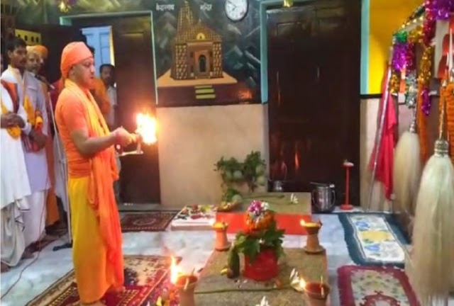 Possibility of terror attack on Yogi Adityanath at Gorakhnath temple, Intelligence agencies alert UP Police