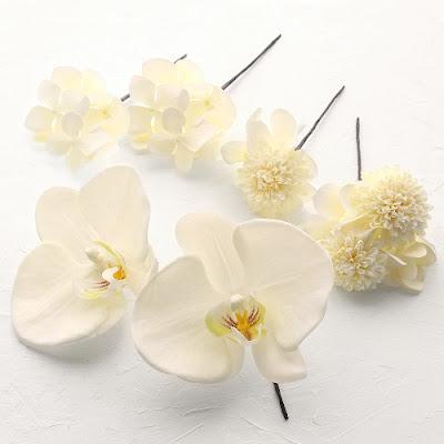 白小菊と胡蝶蘭の髪飾り_ウェディングヘッドドレス&花髪飾りairaka