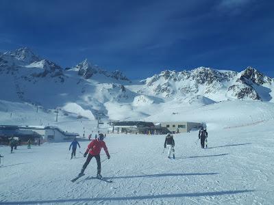 Stubai Glacier / Stubaier Gletscher ski station