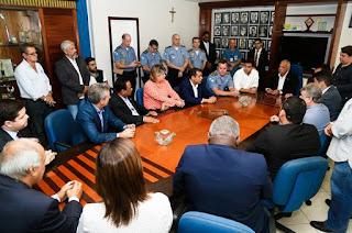 http://vnoticia.com.br/noticia/3955-autoridades-do-norte-fluminense-participam-de-encontro-sobre-seguranca-com-vice-governador