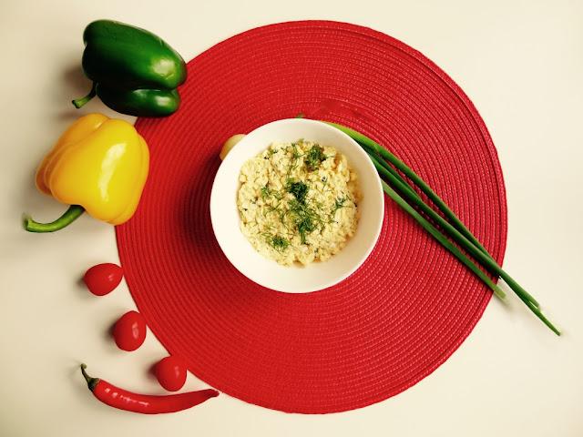 Domowa pasta jajeczna ze szczypiorkiem [PRZEPIS]