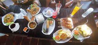 Nuestra primera comida en Indonesia.