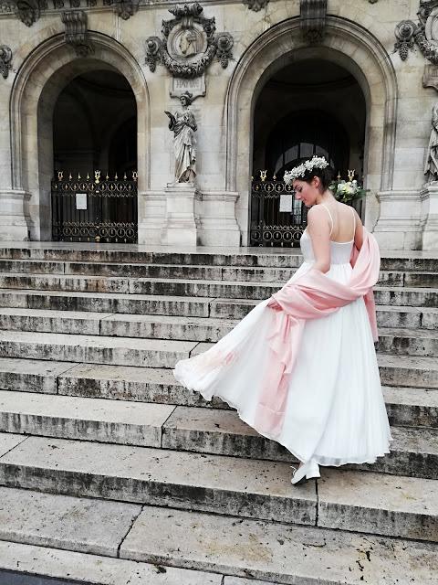 Robe de mariée mousseline de soie peinte de fleurs nude et rose pâle
