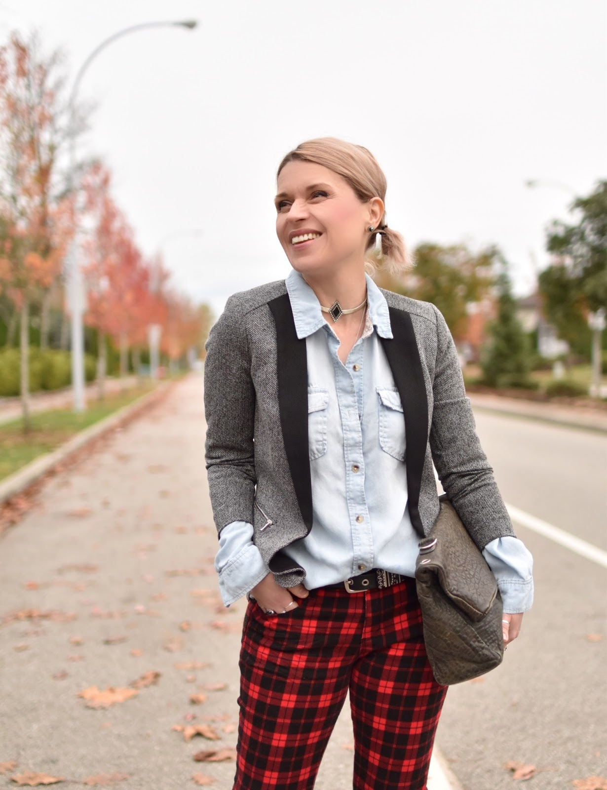 Outfit inspiration c/o Monika Faulkner - red plaid jeans, chambray shirt, shawl-collar blazer