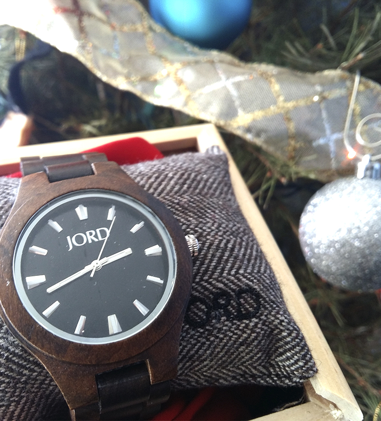 sandalwood christmas present gifting blogger men's watch blogger Mexico