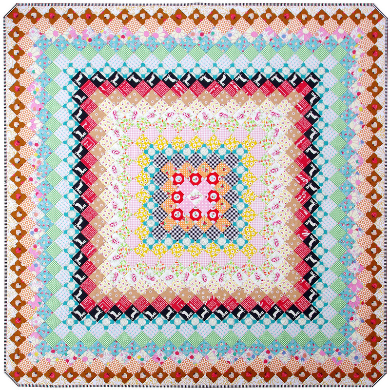 Giant Granny Square Quilt - Trip Around the World Quilt | © Red Pepper Quilts 2017