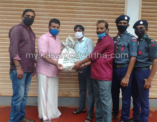 Kerala, News, ambika old students distribute food kit