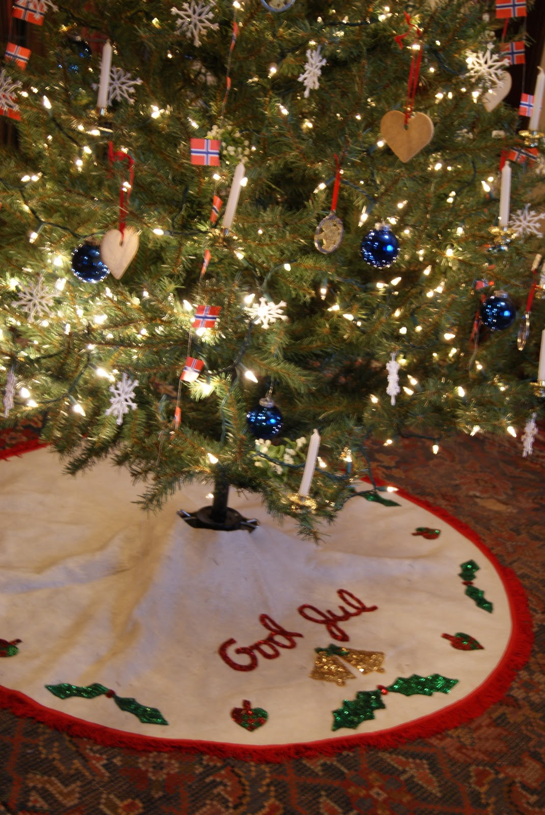 nest full of eggs: Nordic Christmas Decorations