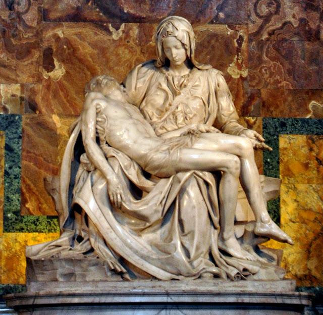 Pieta Микеланджело в базилике Святого Петра в Риме .
