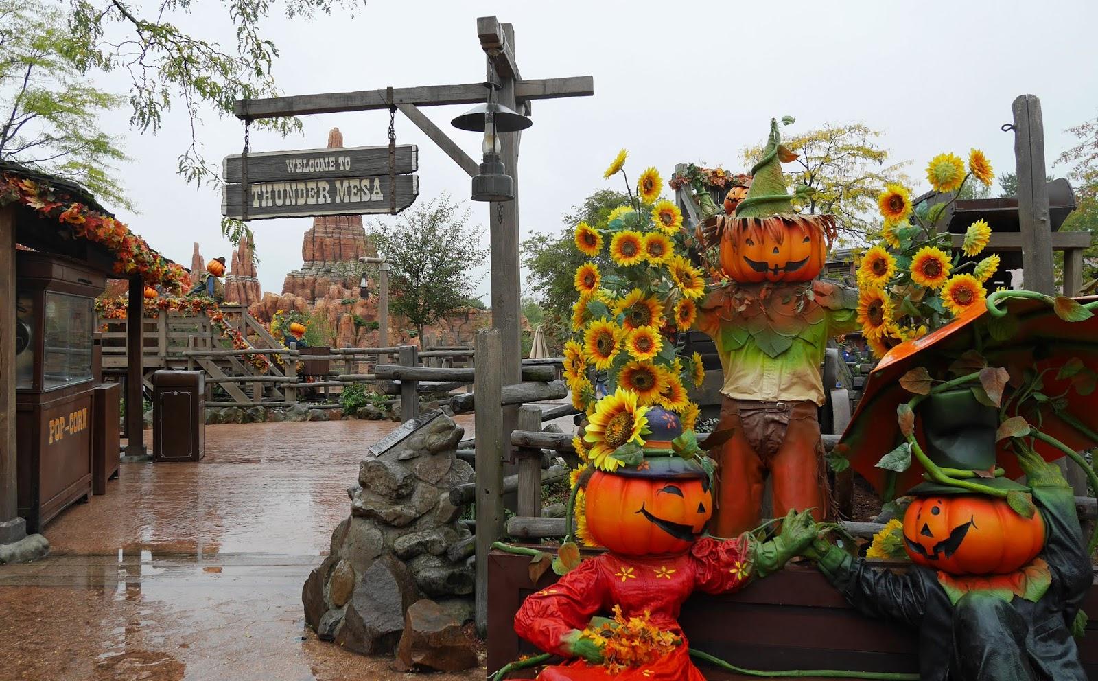 Pumpkin characters near Big Thunder Mountain, Disneyland Paris
