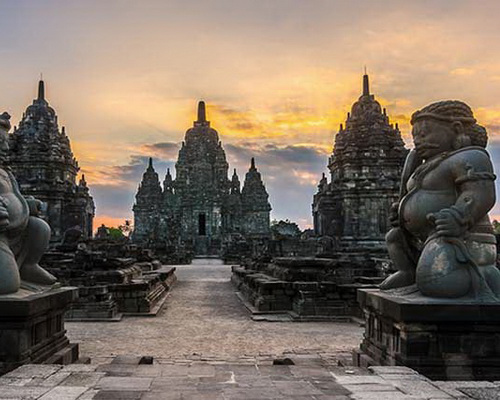 Travel.Tinuku.com Sewu temple complex, the largest Buddhist temple after Borobudur only 800 meters north of Prambanan