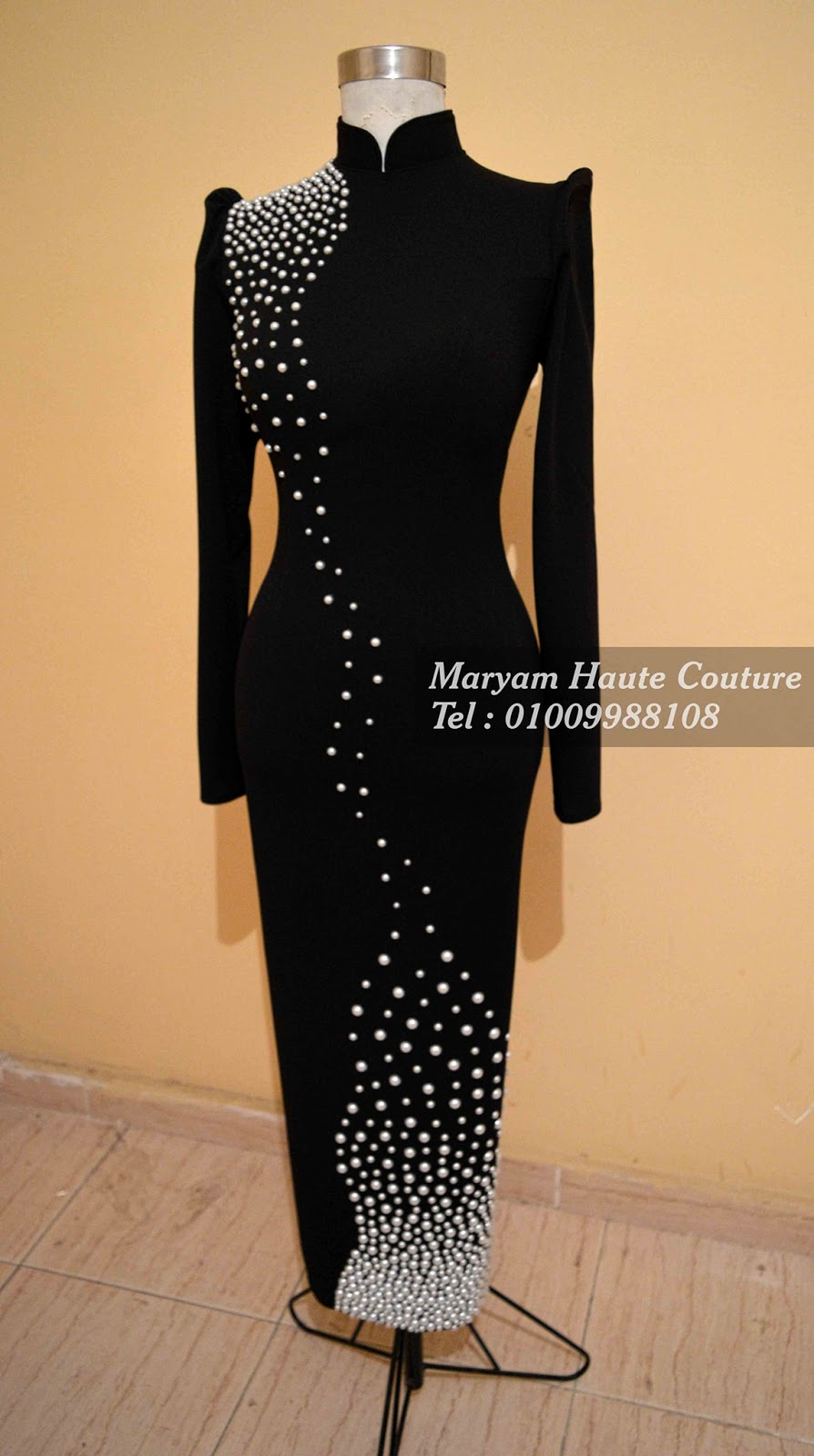 Black evening dress with long sleeves - فستان سواريه شيك باللون الاسود